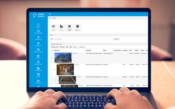 Skärmbild på Axxerion på laptop.